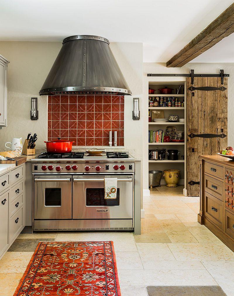 Деревянные раздвижные двери для кладовки на кухне - Фото 1