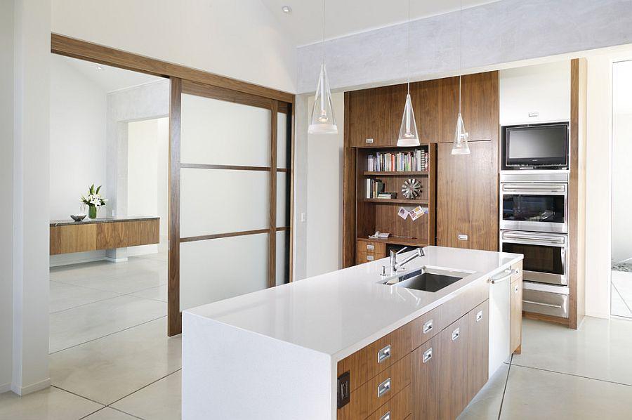 Деревянные раздвижные двери для кладовки на кухне - Фото 13