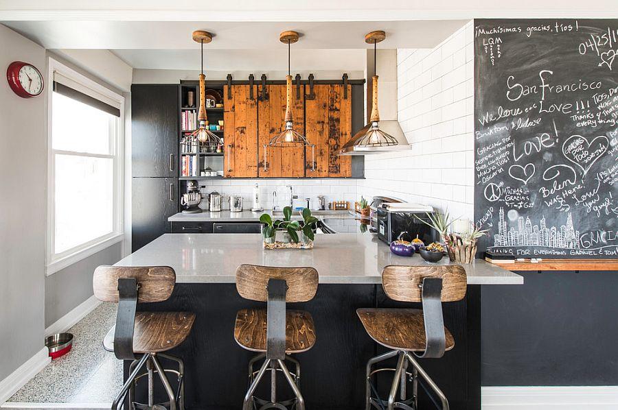 Шкаф за раздвижными дверями в интерьере кухни - Фото 2