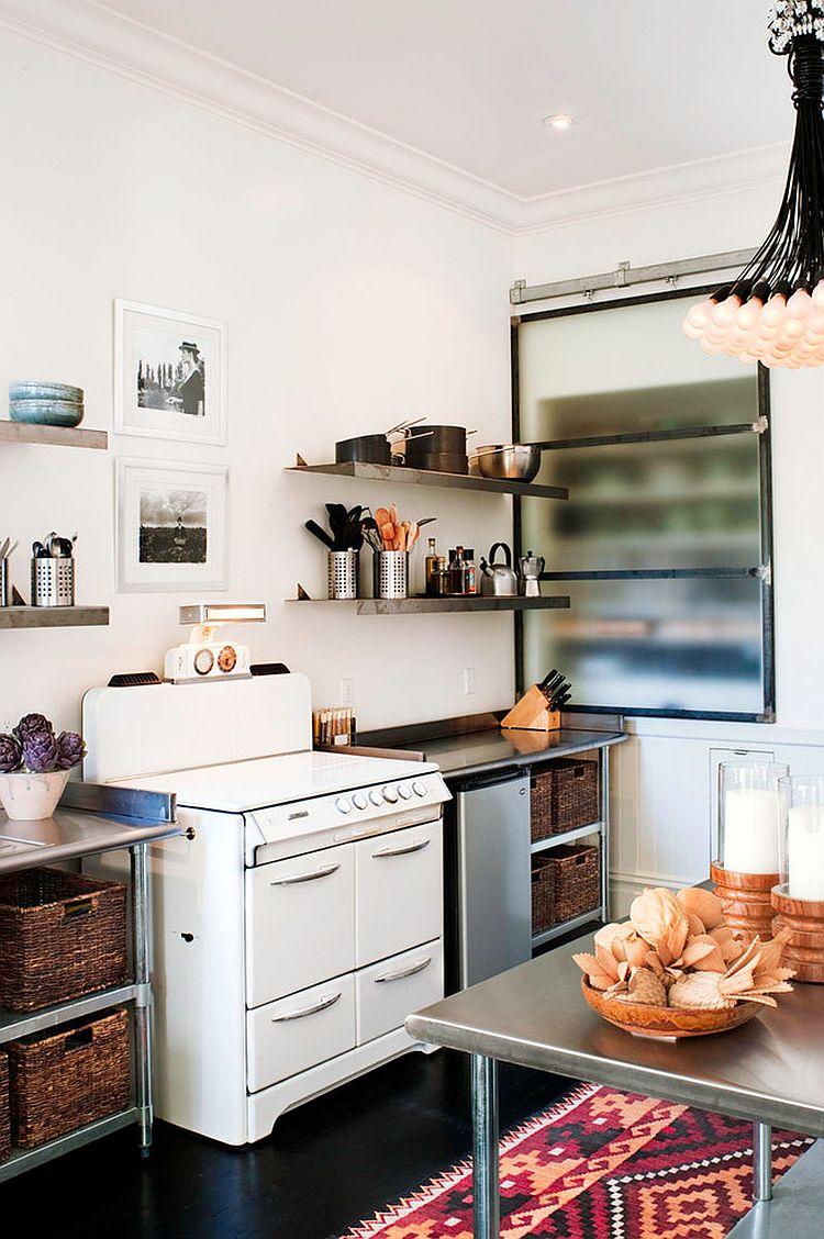 Шкаф за раздвижными дверями в интерьере кухни - Фото 6