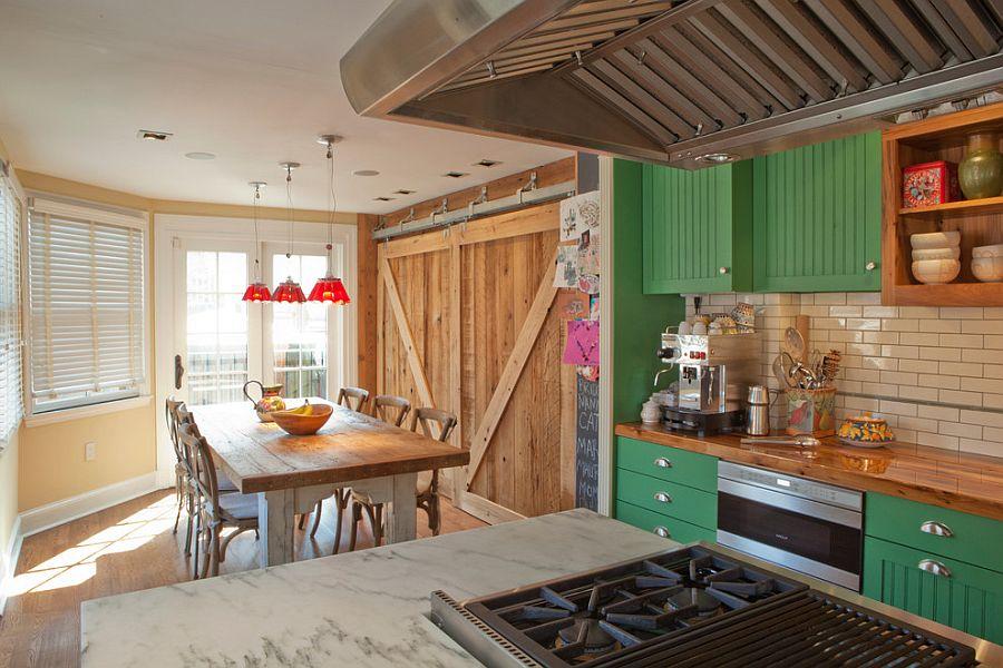 Шкаф за раздвижными дверями в интерьере кухни - Фото 7