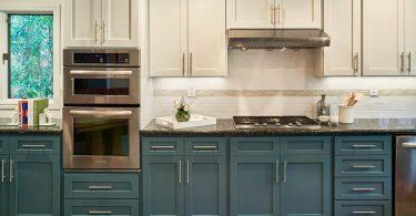 Двухцветная кухня - реконструкция интерьера