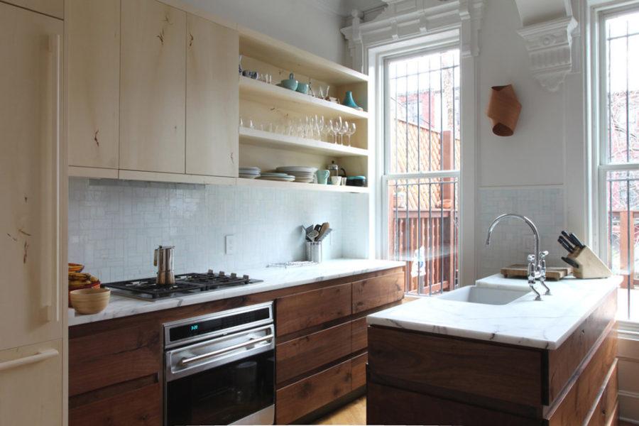 Двухцветные кухонные гарнитуры - Фото 20