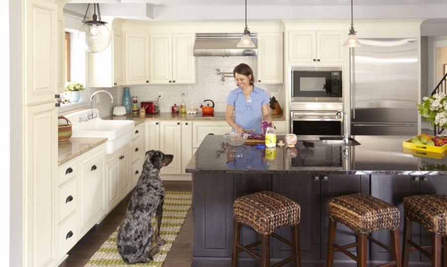 Двухцветные кухонные гарнитуры - Фото 23