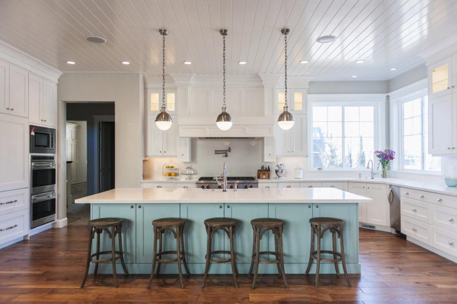 Двухцветные кухонные гарнитуры - Фото 24