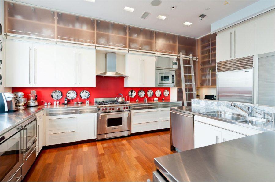 Двухцветные кухонные гарнитуры - Фото 28