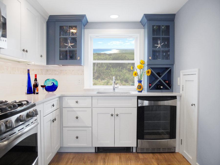 Двухцветные кухонные гарнитуры - Фото 29