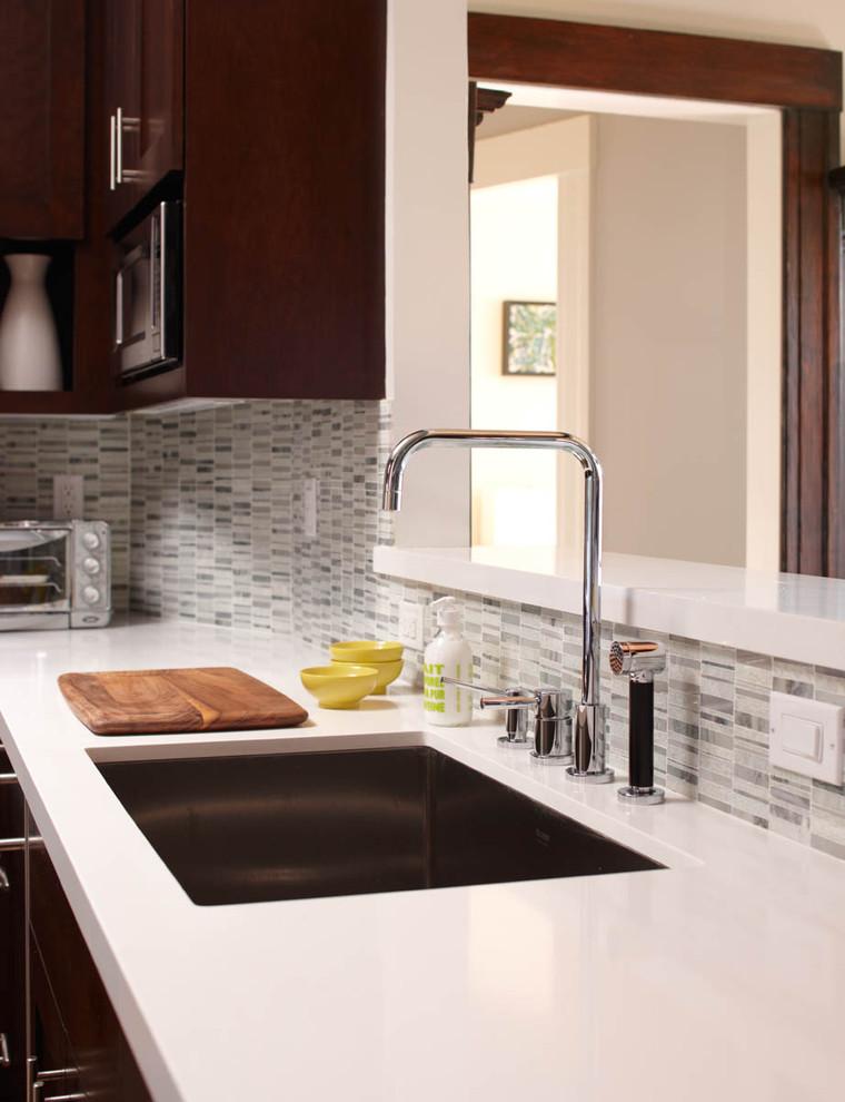 Кухонный фартук из вторичных материалов