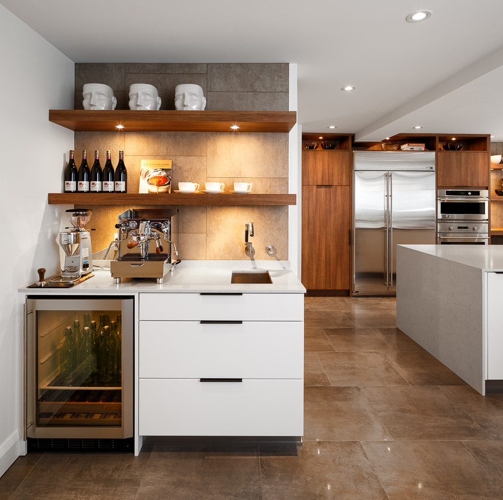Встроенный мини-холодильник в кухонном гарнитуре
