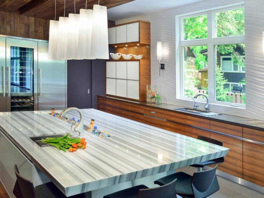 Элегантный дизайн кухонной столешницы для острова