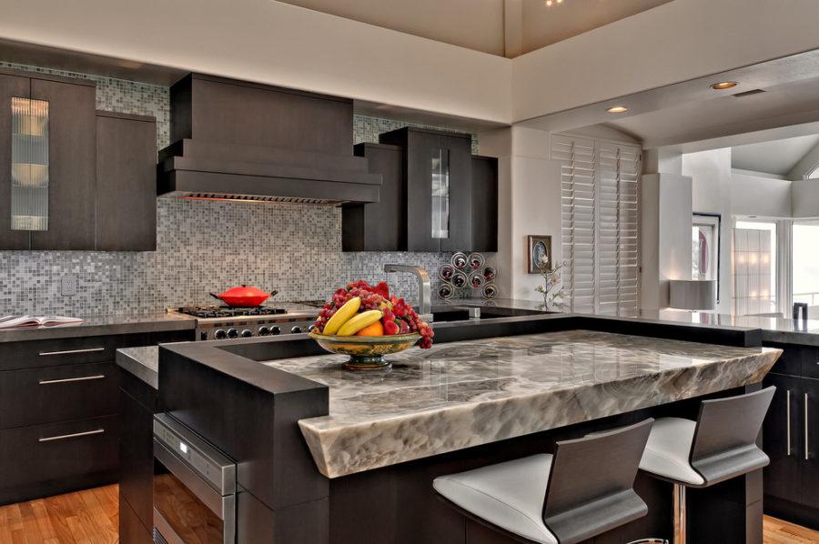 Элегантный дизайн кухонной столешницы для острова - серый в интерьере