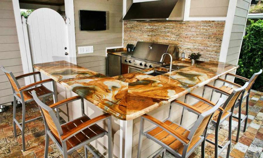 Элегантный дизайн кухонной столешницы для острова - коричневый в интерьере