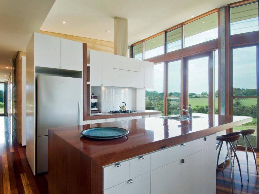 Элегантный дизайн кухонной столешницы для острова - полированная древесина