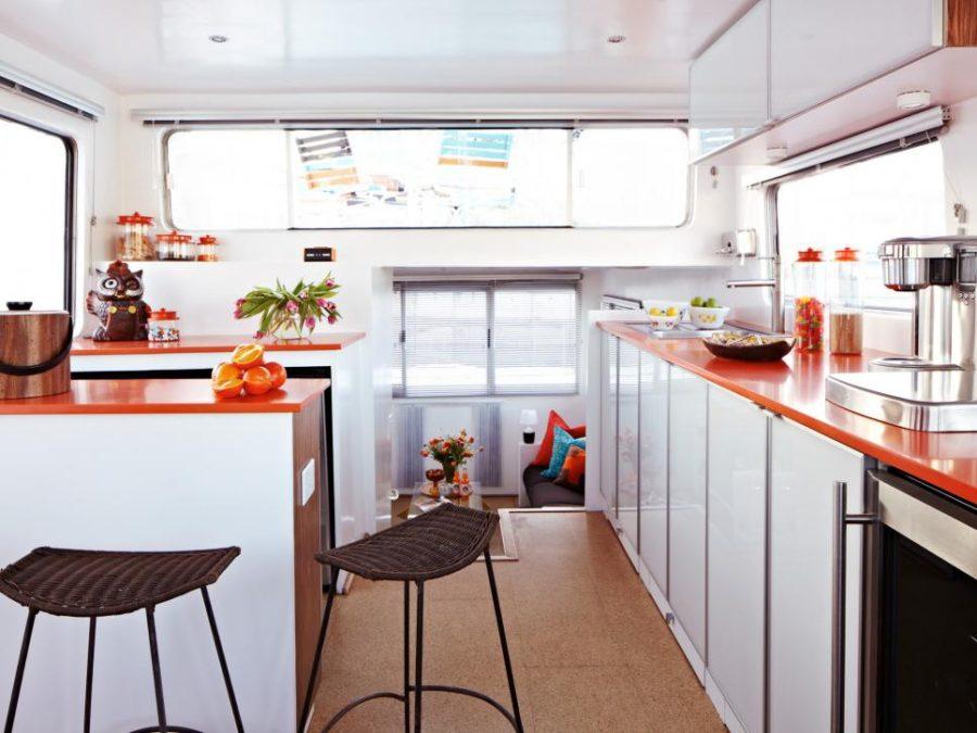 Элегантный дизайн кухонной столешницы для острова - красно-белый дизайн