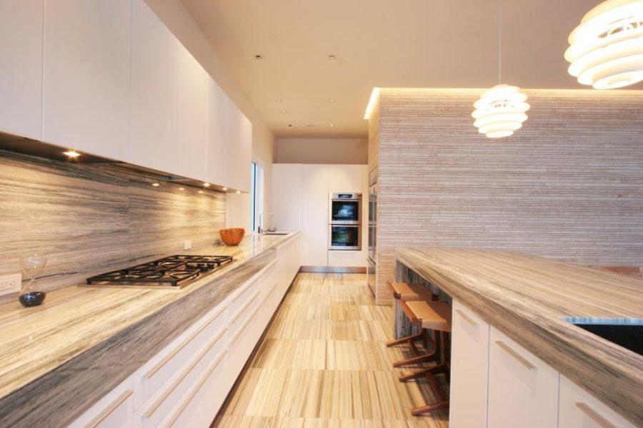 Элегантный дизайн кухонной столешницы для острова - столешница из древесины походит на камень