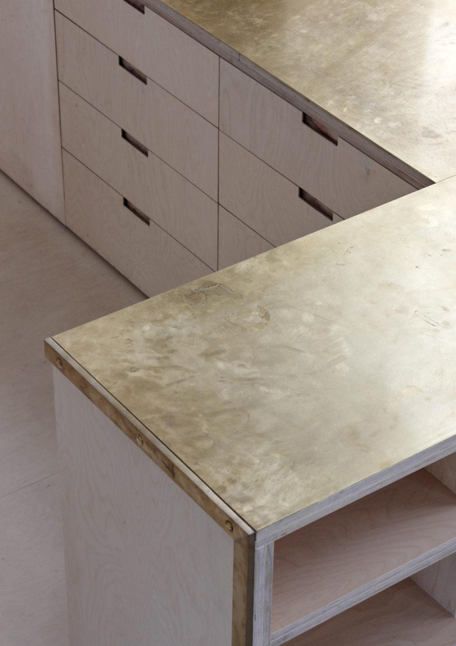Элегантный дизайн кухонной столешницы для острова - бежевый в интерьере