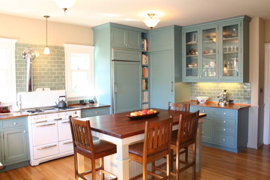 Элегантный дизайн кухонной столешницы для острова - голубой в интерьере