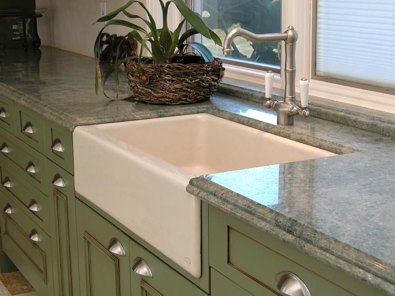 Стильный дуэт смесителя и раковины в интерьере кухни от Tervola Designs