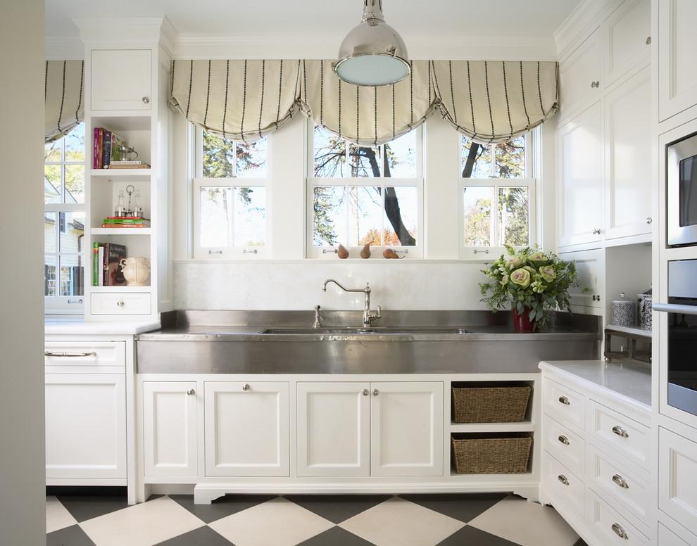 Стильный дуэт смесителя и раковины в интерьере кухни от COOK ARCHITECTURAL Design Studio