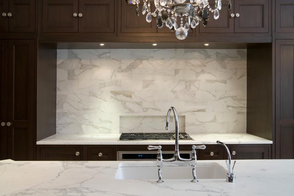 Стильный дуэт смесителя и раковины в интерьере кухни от Toronto Interior Design Group | Yanic Simard