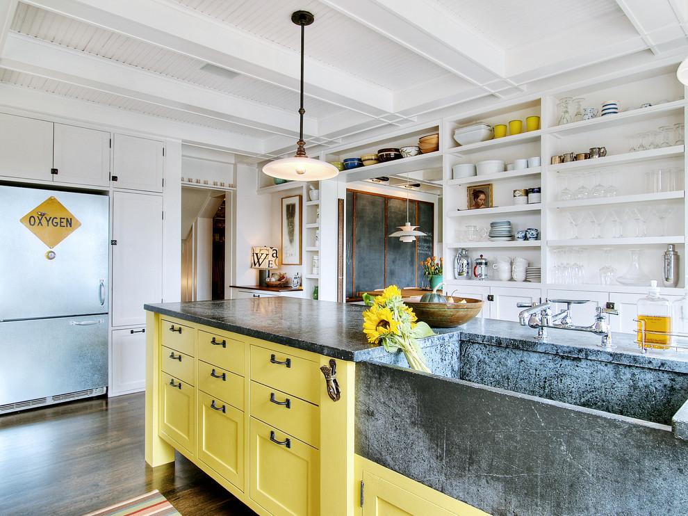 Стильный дуэт смесителя и раковины в интерьере кухни от J.A.S. Design-Build