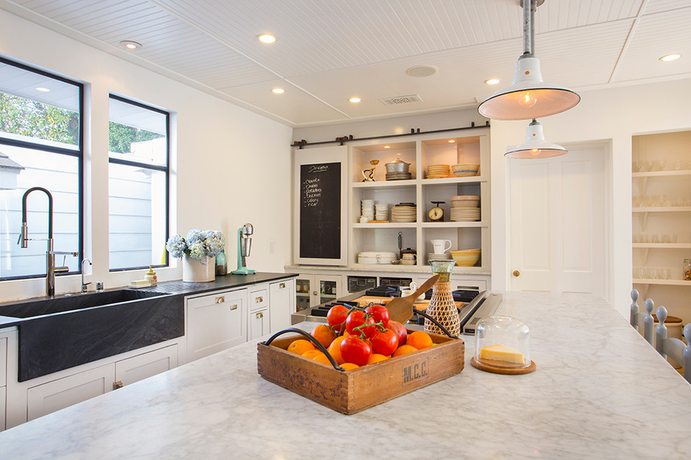 Стильный дуэт смесителя и раковины в интерьере кухни от thea home inc