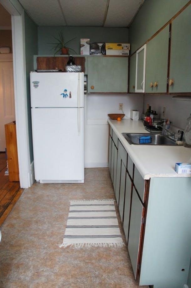 "Фото ""До"": ветхие шкафчики, пахнувшие застарелым жиром"