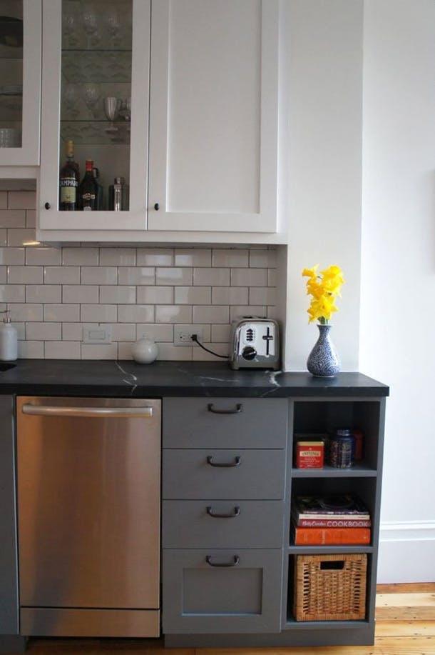 Новая, узкая посудомоечная машина