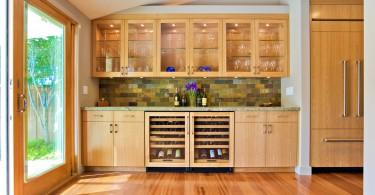 Встроенный холодильник в дизайне кухни от Bill Fry Construction - Wm. H. Fry Const. Co
