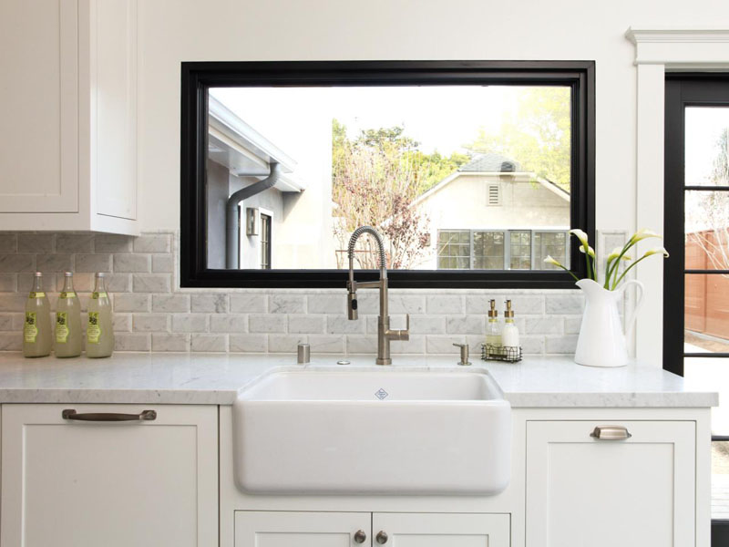 Never believe anyone who says that deep kitchen sinks are not modern.