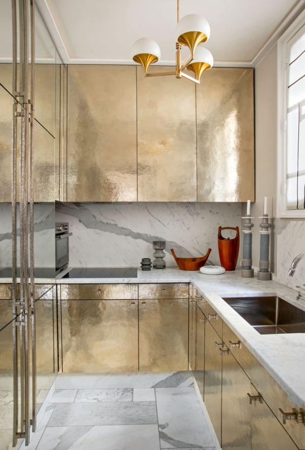 Кухонный гарнитур золотого цвета