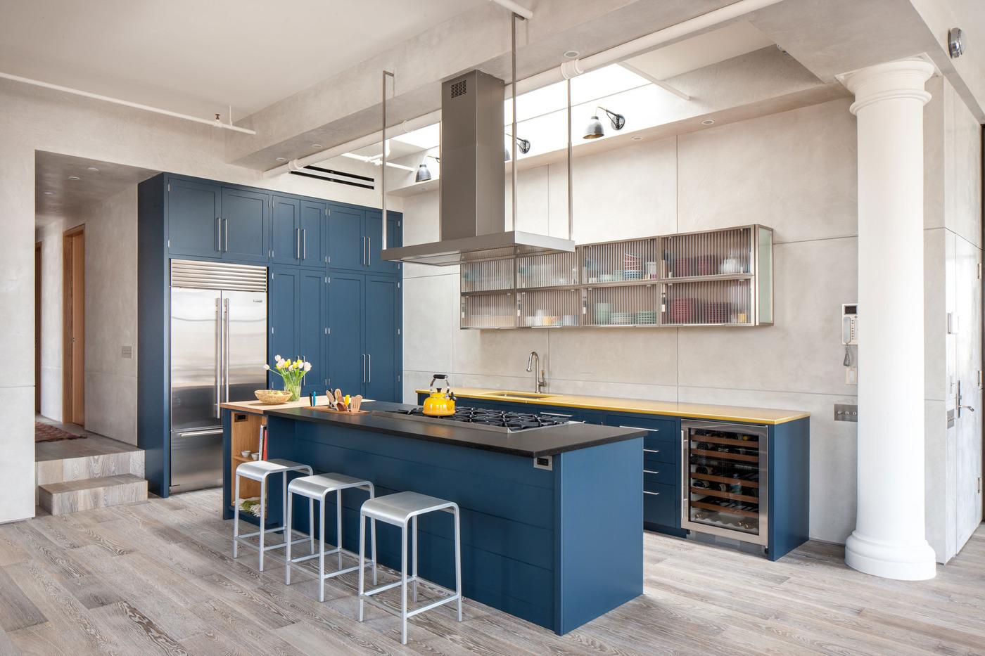 Голубая кухня в современном интерьере