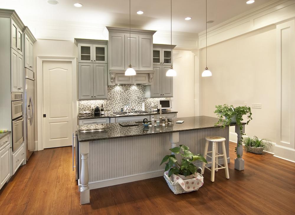 Дизайн кухни с мебелью серого цвета