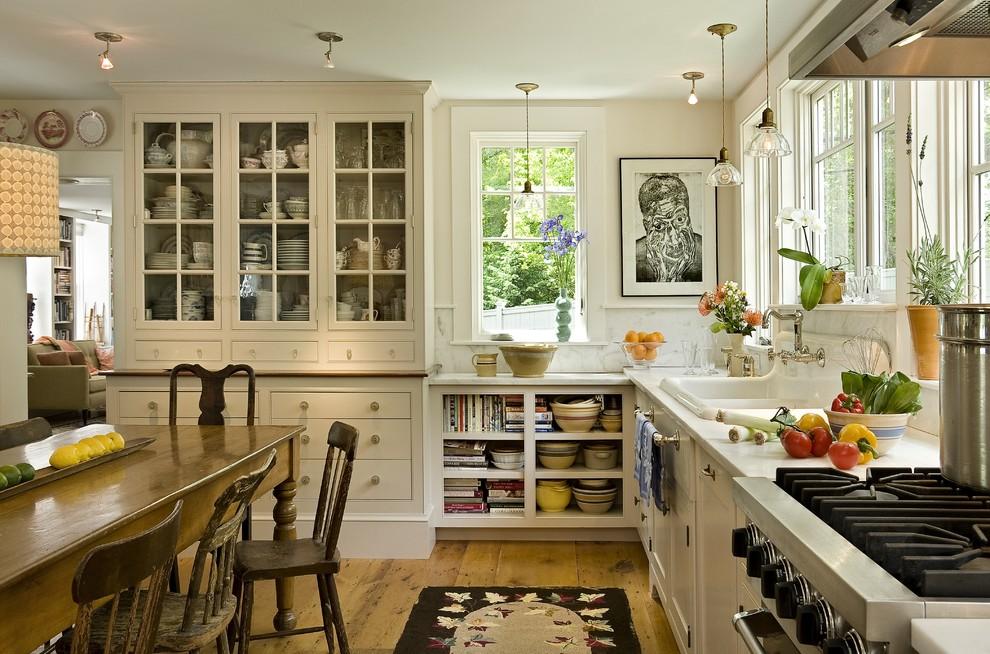 Стили кухонь: интерьер загородном доме