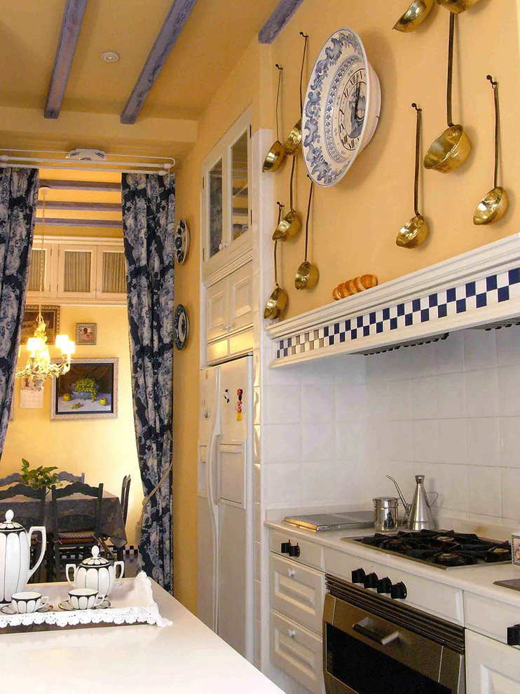 Интерьер кухни в стиле парижского бистро
