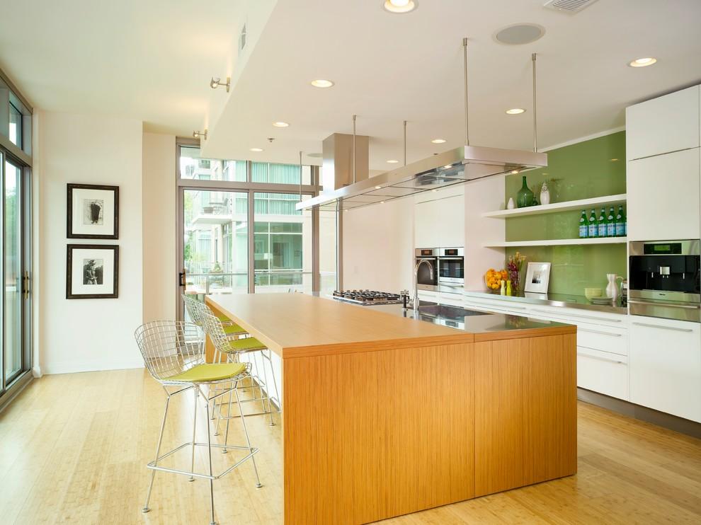 Оригинальный дизайн фартука зелёного цвета в интерьере кухни от Sherwin-Williams