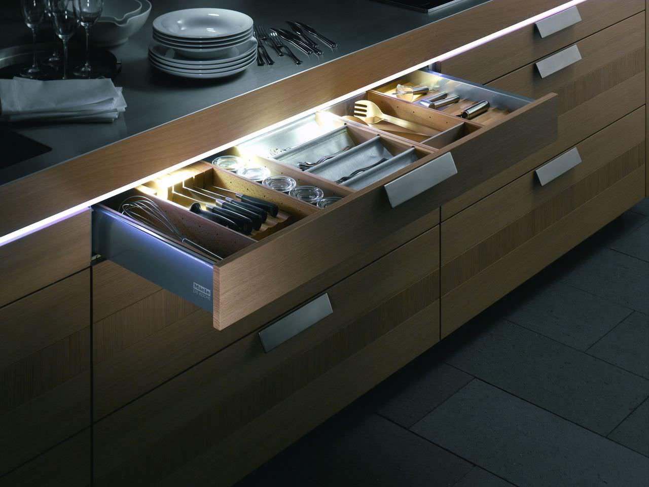 Подсветка выдвижных кухонных ящиков