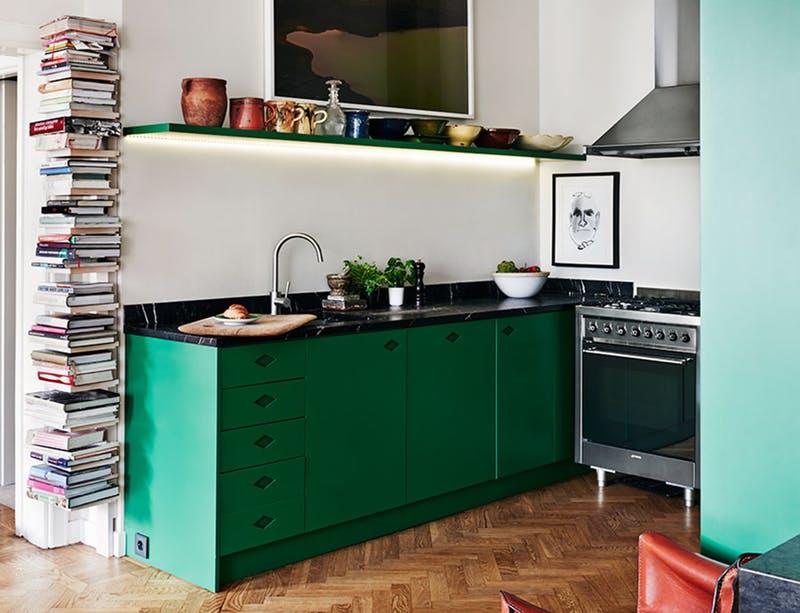 Хранение кулинарных книг на маленькой кухне. Волшебная полочка