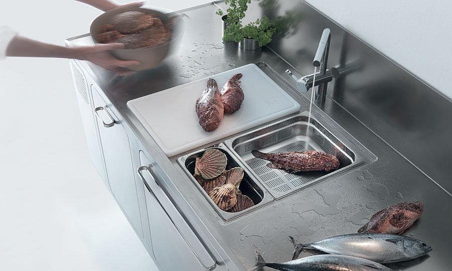Современный смеситель в интерьере кухни