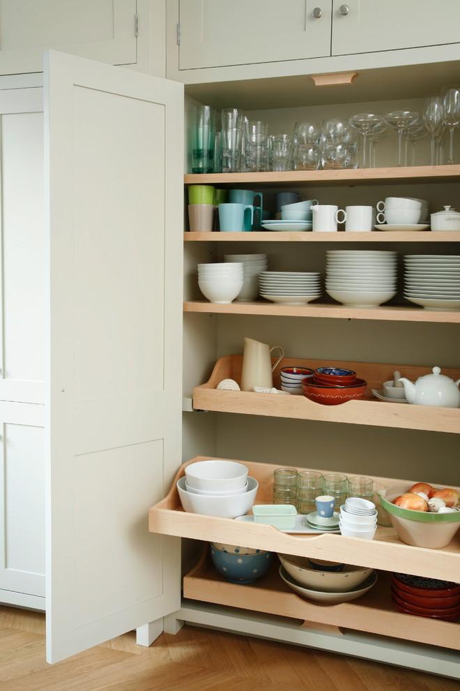Шкаф для посуды на кухне