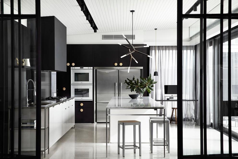 Идеи дизайна кухни - чёрно-белый интерьер
