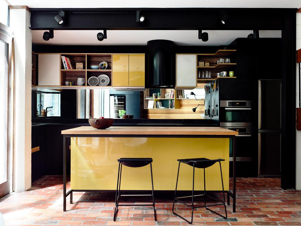 Идеи дизайна кухни - чёрно-жёлтый глянцевый гарнитур