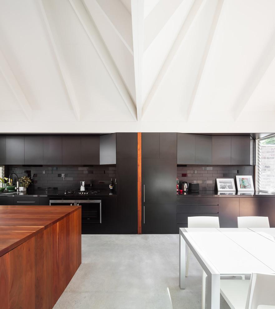 Идеи дизайна кухни - необычный белый потолок