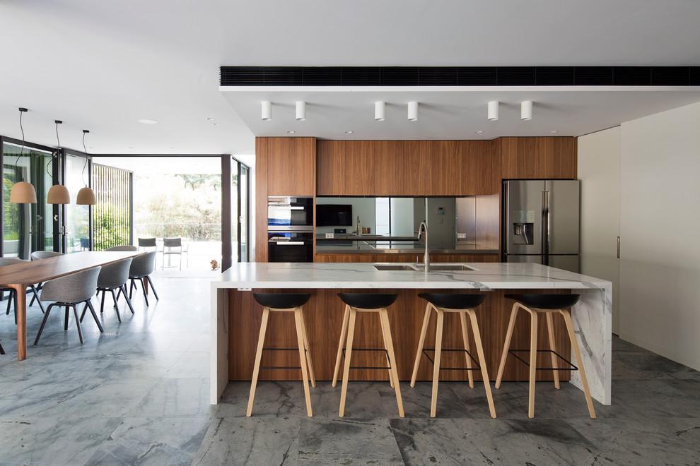 Идеи дизайна кухни - белые мраморные столешницы