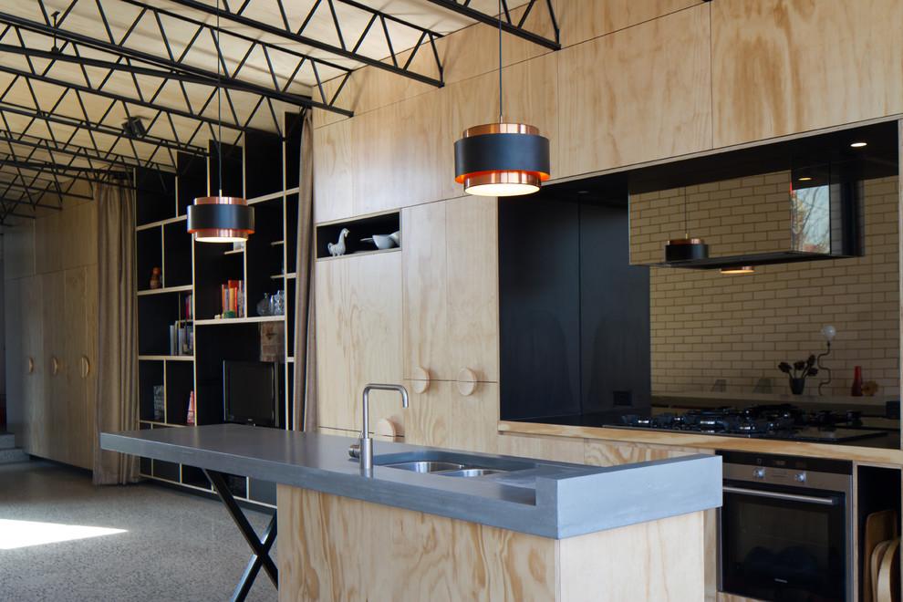 Идеи дизайна кухни - светлый гарнитур из фанеры