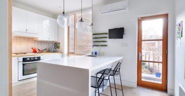 Идеи для оформления кухни: столешница в виде водопада