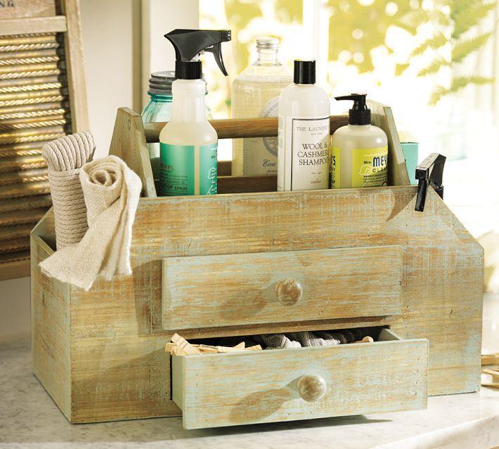 Контейнер для хранения моющих и чистящих средств выполнен в винтажном стиле