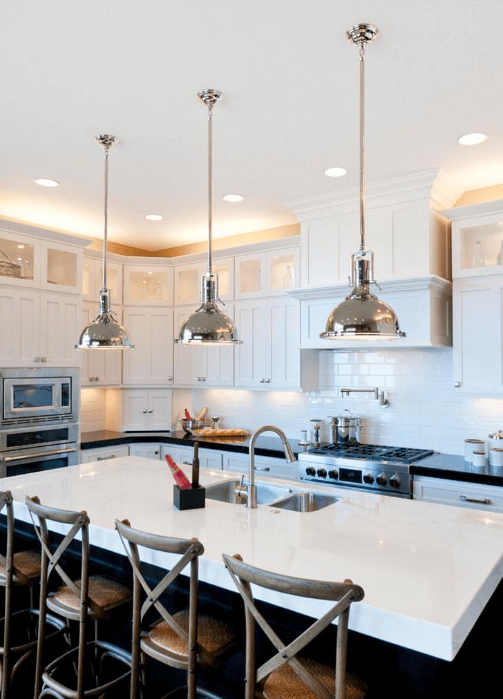 Идея освещения кухни над шкафчиками