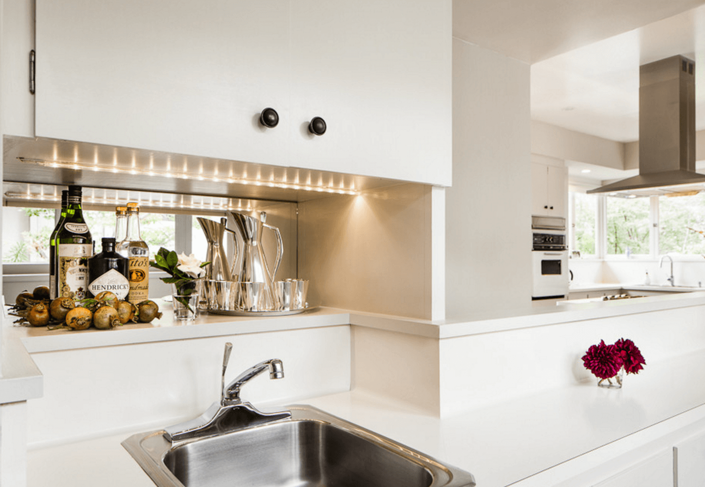 Идея освещения кухни с помощью светодиодного шнура