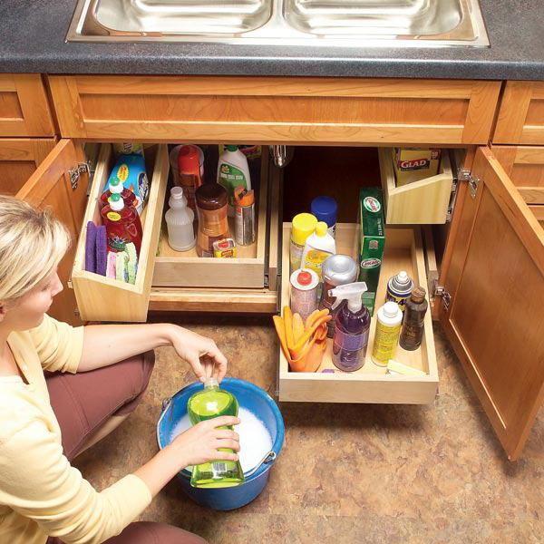 Широкие отделы в кухонной тумбе